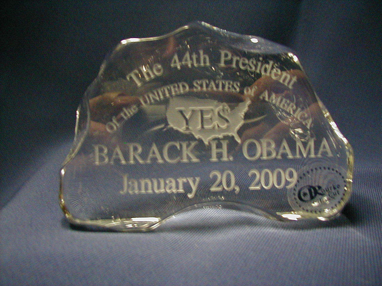 lIMITED EDITION OBAMA crystal paperweight