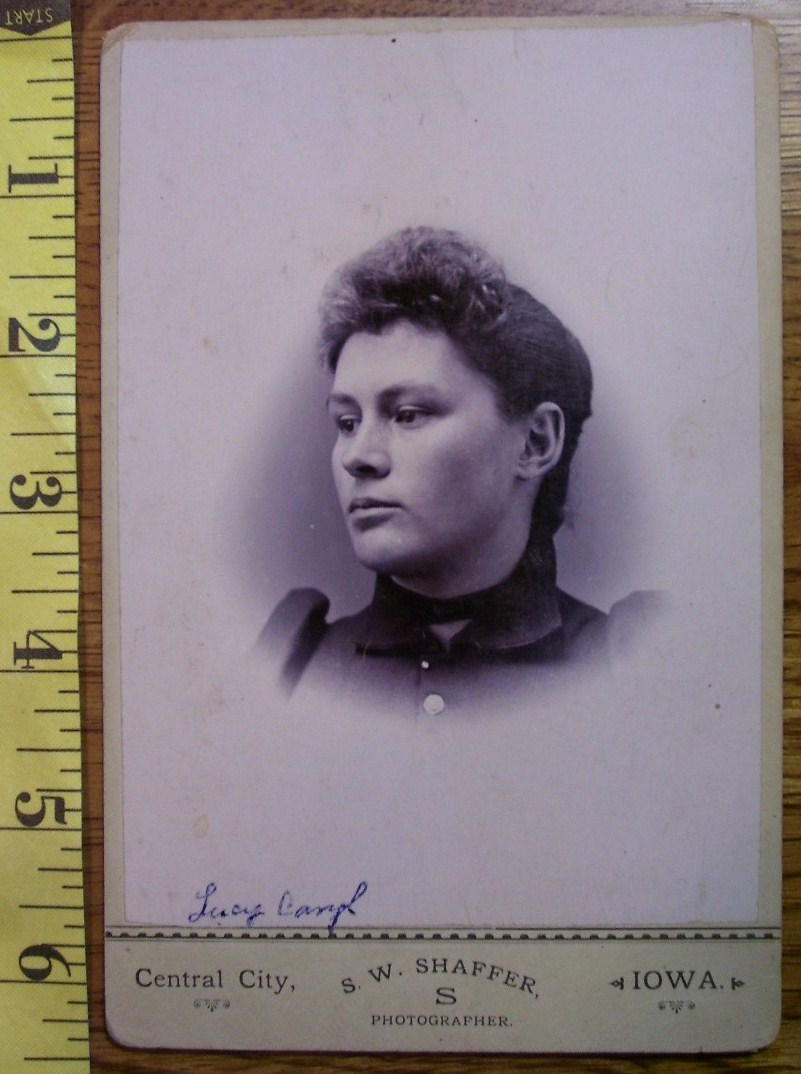 CABINET CARD PHOTO PRETTY LADY VIGNETTE STYLE NAMED IOWA! c.1866-80