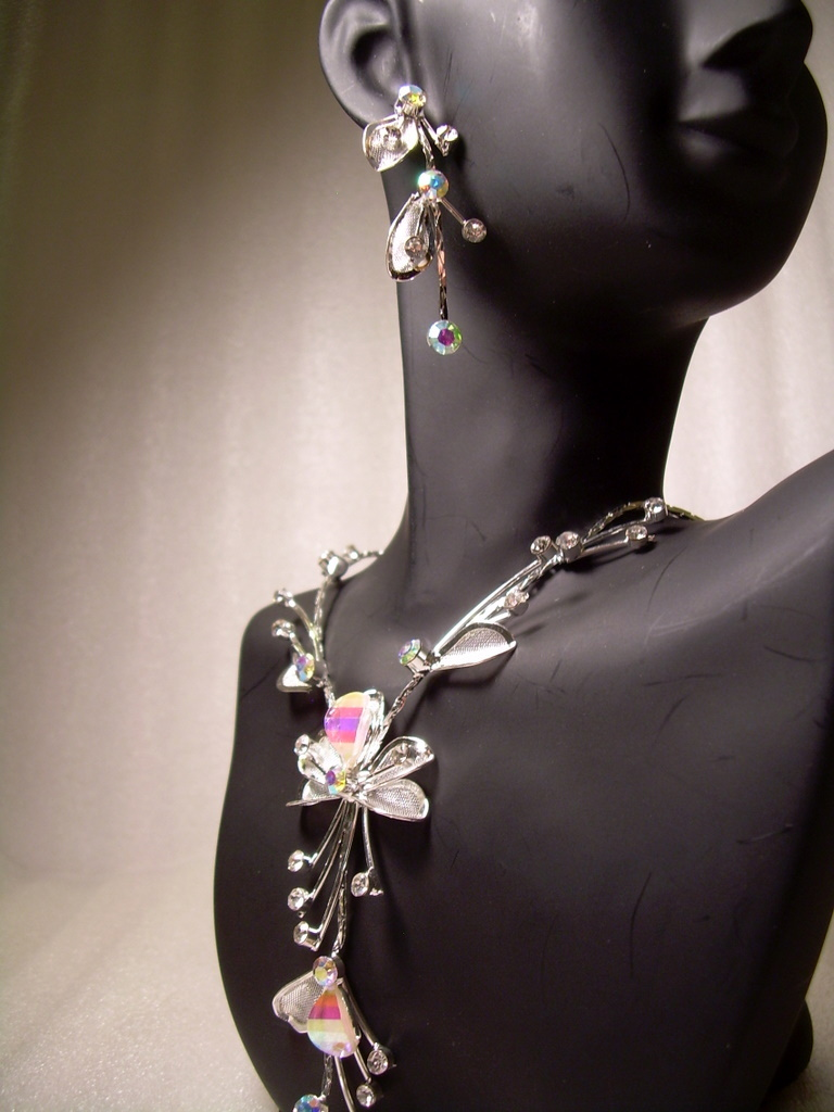 GENUINE AUSTRIAN CRYSTAL FLORAL JEWELRY SET Necklace & Earrings *NEW* FREE SHIP!