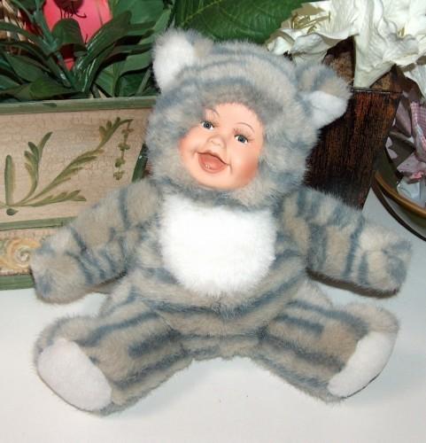 Geppeddo cuddle kid grey striped cat doll
