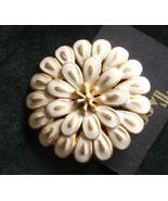 Tacoa Mums Pin Brooch Whie and Gold - $6.99