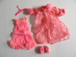 5S/VINTAGE BARBIE LOVELY SLEEP INS/1970/#1463/SLIPPERS/ROBE/GOWN! - $29.65