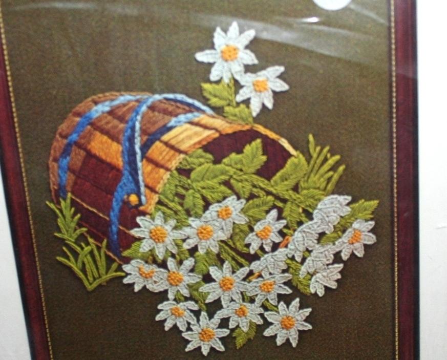 Vintage Kit~Bernat~DAISY TREASURE~(flowers in wooden bucket)
