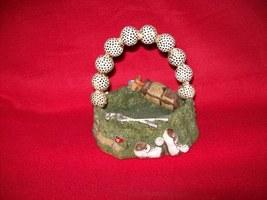 Polyresin Golf Decor Basket Statue - $7.00