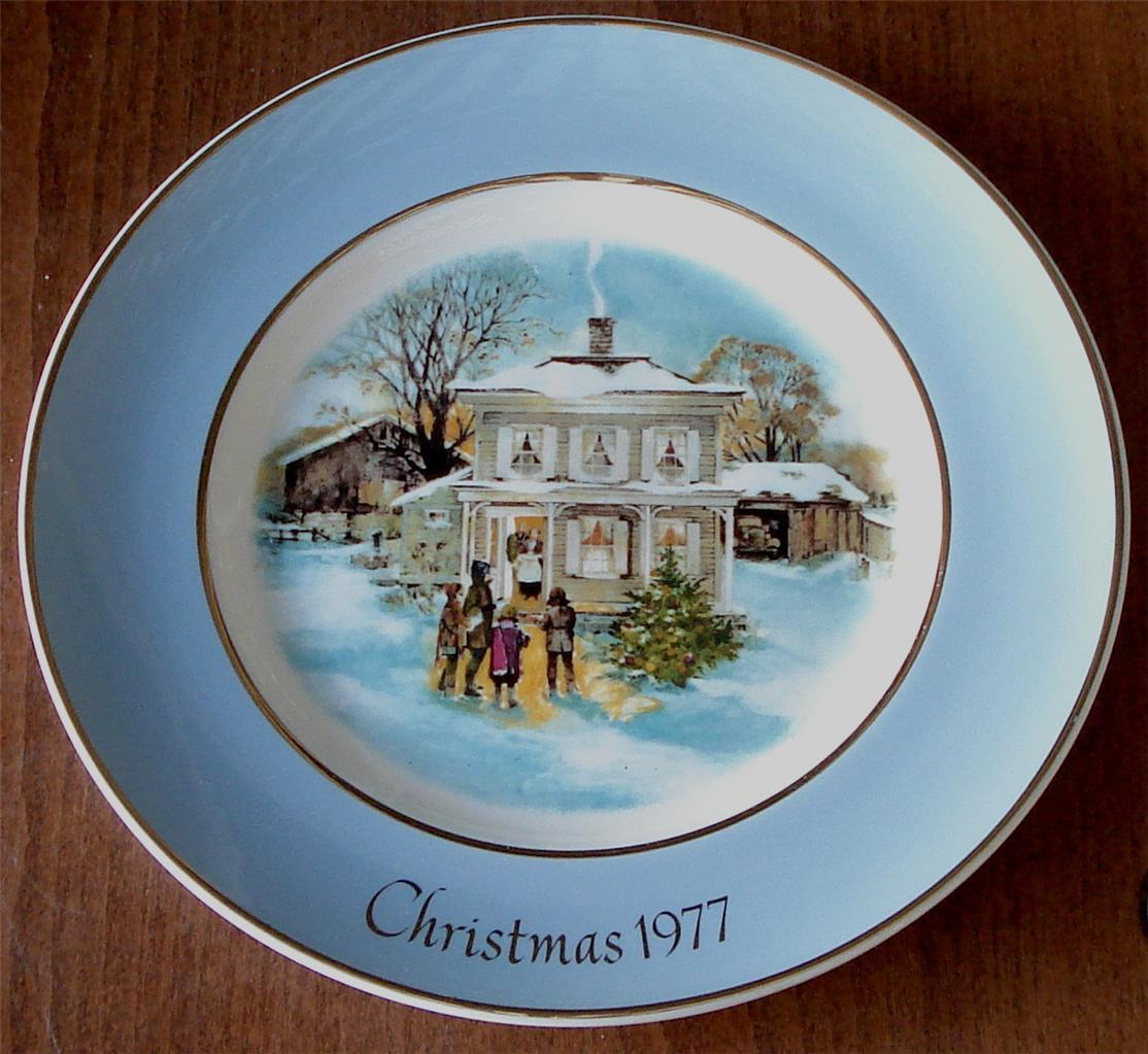 Carollers In The Snow, 1977 Christmas Avon Collectible Plate, Enoch Wedgwood 5th
