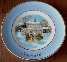 Carollers In The Snow, 1977 Christmas Avon Collectible Plate, Enoch Wedgwood 5th - $19.79