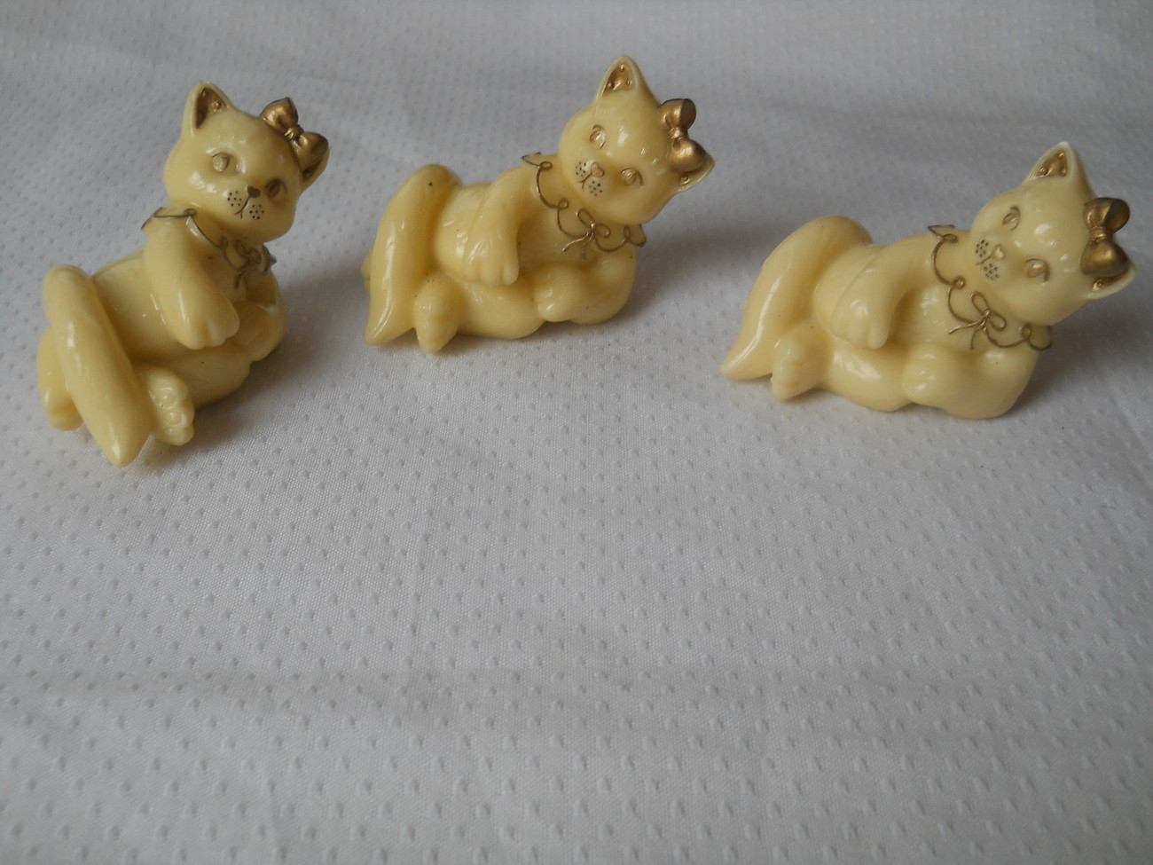 Set of 3 Calico Kittens Gold Trimmed Ivory Colored 1998 Pricilla Hillman Enesco