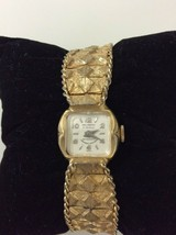 Vintage Welsbro Gold Tone Windup Watch 17 Jewels Classic Womens Jewelry  - $45.68 CAD