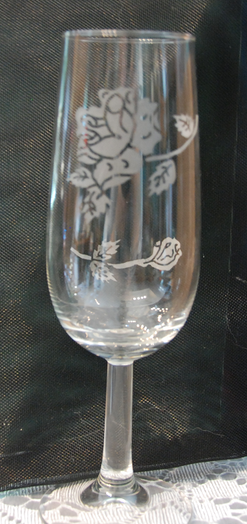 Dsc 3225 etched wine glass 1