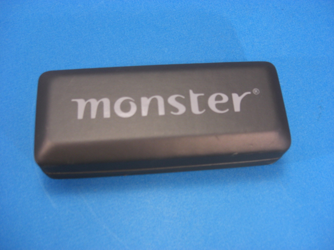 MONSTER Sunglasses Black Clam Shell Case