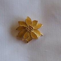 Vintage Avon Poinsettia Gold tone Sparkle Enamel Brooch Pendant - $15.99