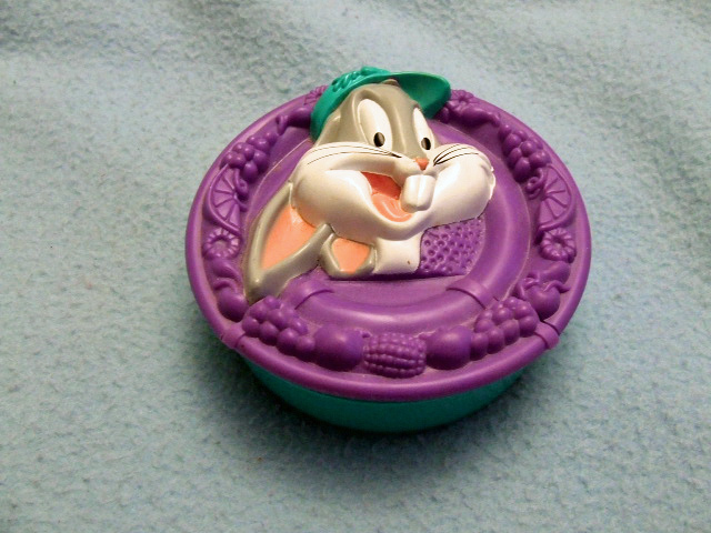 Bugs Bunny Covered Container~new