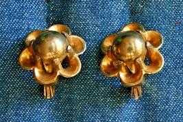 "Trifari Vintage Mid Century Modern Flower Gold-tone Clip Earrings 7/8"" - $12.30"