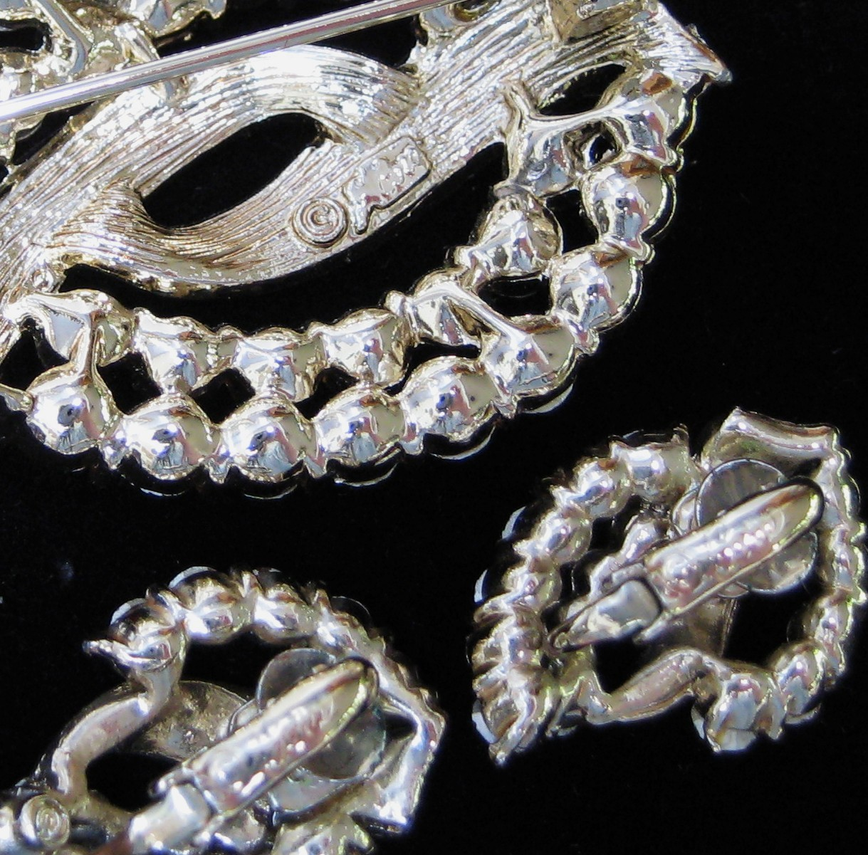 Vintage CORO RED Rhinestone Brooch Earring Demi Parure