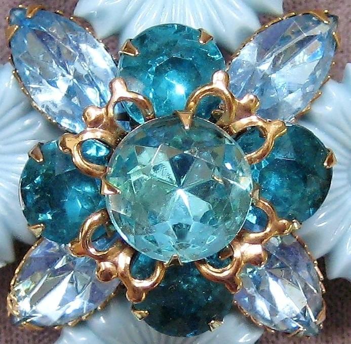Vtg Rhinestone-Plastic Flower Brooch & Earrings Parure
