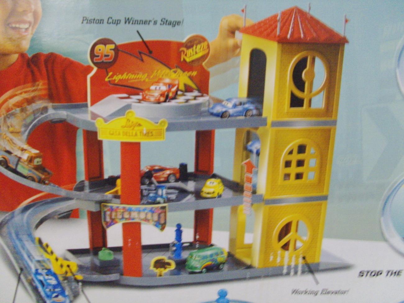 Disney Pixar Cars Piston Cup Garage Lightning Mcqueen