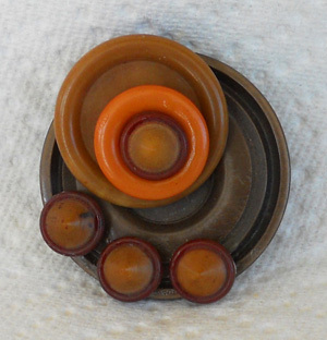 HANDCRAFTED VINTAGE BUTTON BROOCH PIN