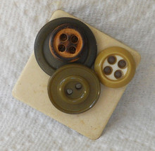 HANDCRAFTED VINTAGE BUTTON BROOCH PIN - $7.99