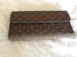 Authentic Louis Vuitton Monogram Mini Marjorie Wallet Bag Coin Purse - $375.00