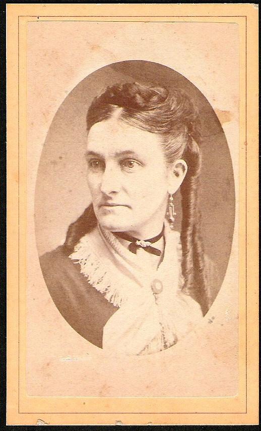 ANTIQUE CARD DE VISITE WOMAN PORTRAIT LONG CURLY HAIR