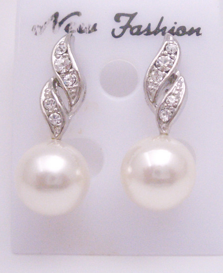 Find Bridemaids Beautiful Pair Of Earrings Diamante Pearls J