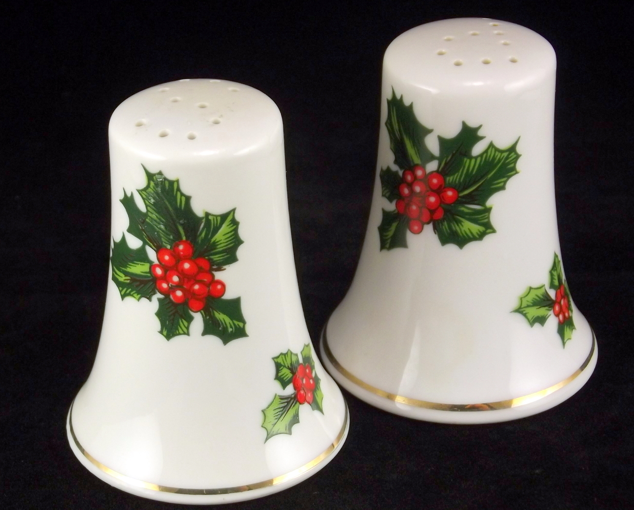 Lefton Holly porcelain Christmas holiday salt and pepper set 7955