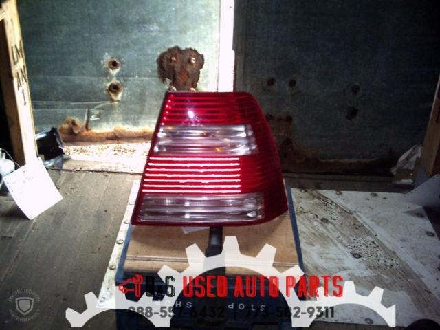 1656  rt tail light