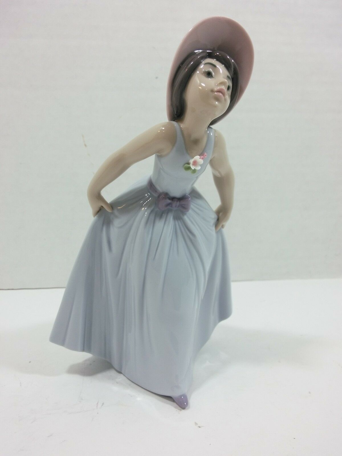 Primary image for Lladro Figurine 6274 Daisy, Mint, Retired, Girl w Hat & Blue Dress original box