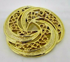 VINTAGE GERRY'S GOLD PLATED ROUND SWIRL BROOCH/PIN - $18.55