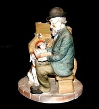 Figurine Man Reading a book as Dog Watches 2432 AA19-1538 Vintage image 5