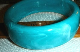 VTG GO GO DANCER SMOKEY SWIRLY BLUES LUCITE MODERN THICK CHUNKY BANGLE B... - $97.99
