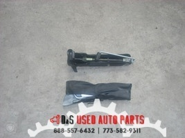 2006 VOLVO 60 SERIES JACK WITH TOOLS  image 1