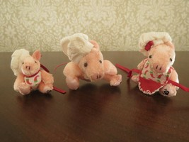2004 Mattel Furryville 3 Dollhouse Mother Father Baby The Pigbys Mini Pig Chefs  - $6.79