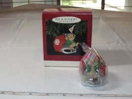 HALLMARK Keepsake Ornament Faithful Fan 1995 football helmet Go Team - $10.68