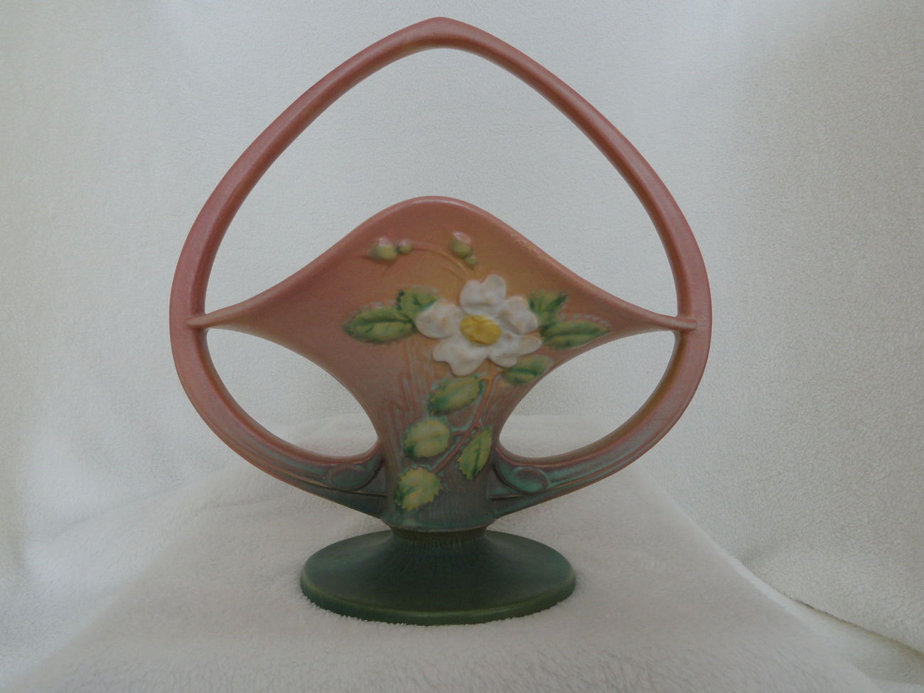 Roseville usa art pottery white rose pattern pink basket for Pottery patterns