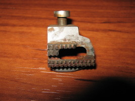 Genuine Singer  Feed Dog #32600 with Screw - $5.00