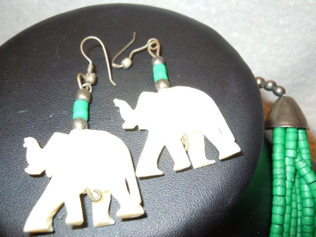 Vintage Green Beads with Carved Elephants Strained Necklace and Dangle Earrings