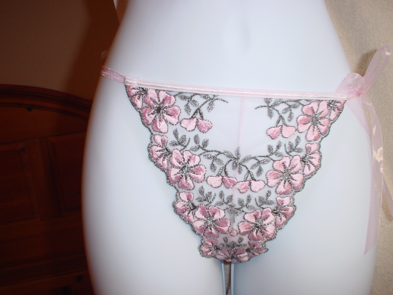Victorias Secret Embroidered V-String Small and Medium Black/Pink NWOT
