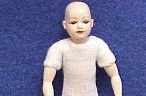 Child undr brown bald head