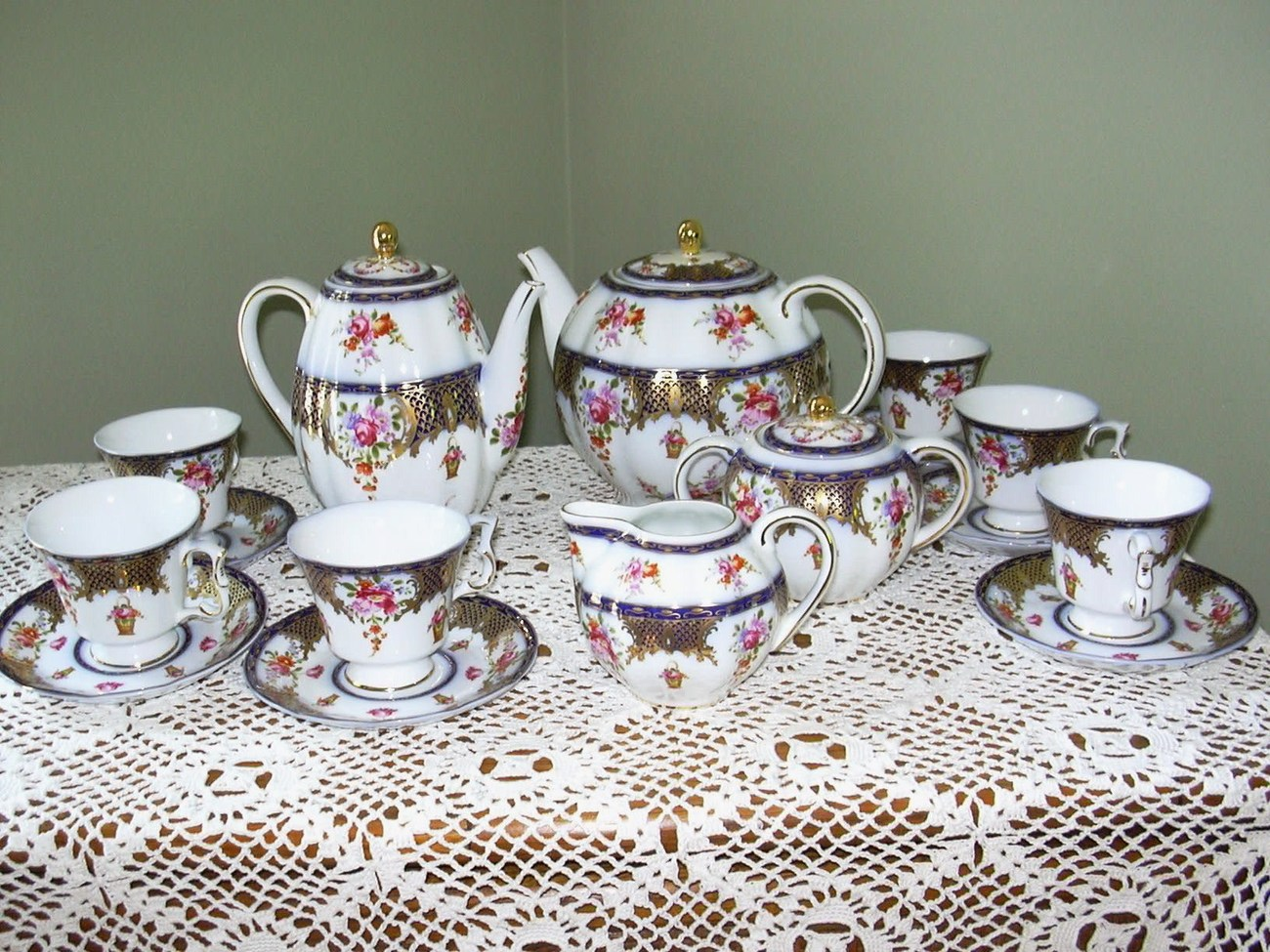 Tea Set 19 Pc. Service for 6 Cobalt and Gold