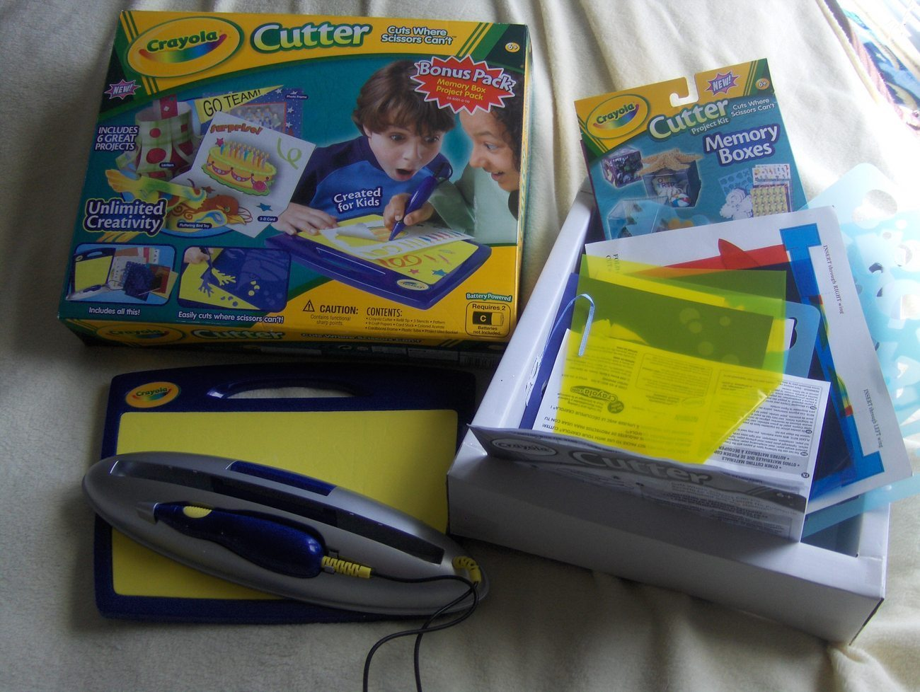 Crayola Cutter cuts where scissors can't Lots of extras ...