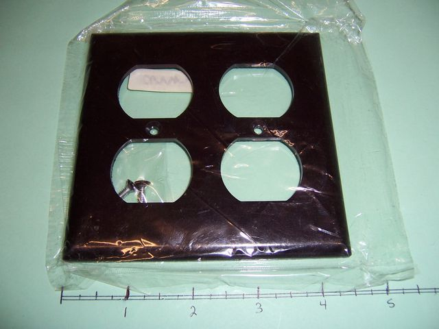 2 Gang Wall Plate 2 Duplex Brown Plastic 2150B Lot of 4