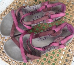 CLEARANCE!  Merrell magenta and rust colored strappy women's sandals size 7-7 1/ - $12.00