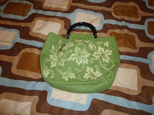 Pre-Owned-Fossil Green Handheld Purse