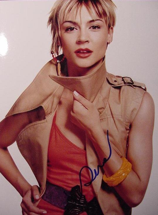 Samaire Armstrong hand signed photo from The O.C