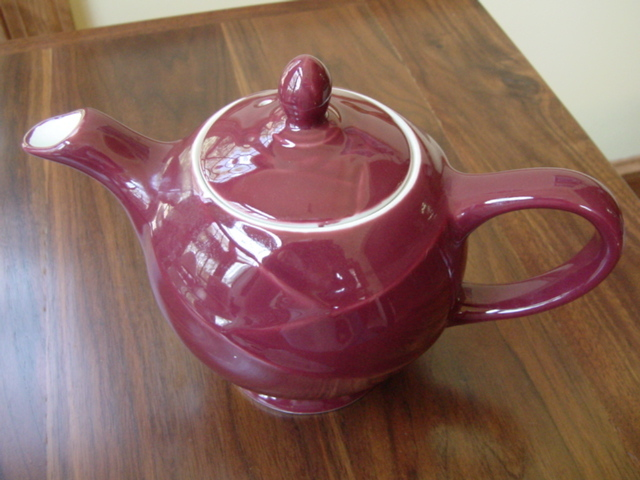 HALL CHINA MODERNE TEAPOT MAROON