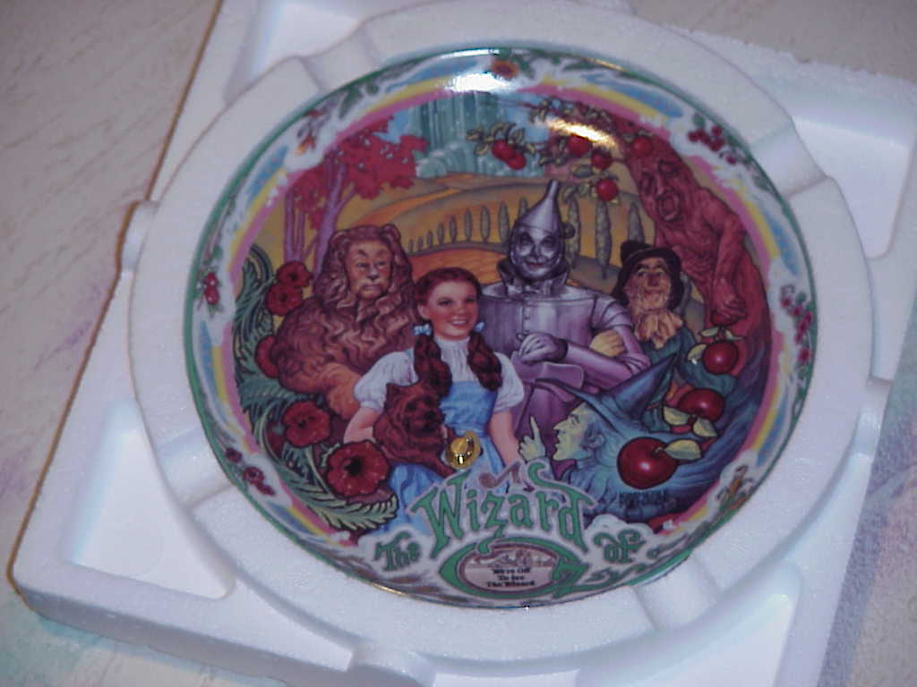 Wizard of Oz   Musical   Collector Plates .  Lot of 4 different