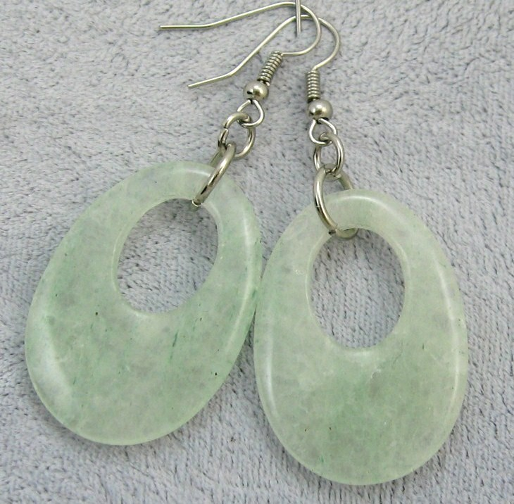 "VINTAGE STORE HANDCRAFT GEMSTONE WHITE JADE SILVER P. WIRE DANGLE EARRING 2"" L"