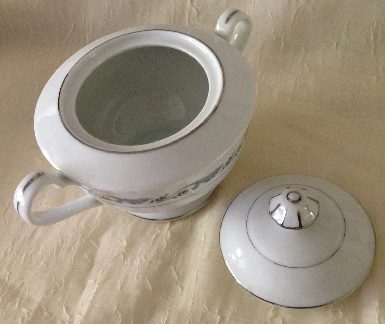 Style House Fine China Sugar Bowl W/Lid Regal Pattern White