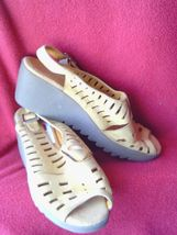 SZ 8 M  BOG WILD AEROSOLES SAFE  TO WALK CLOSED  SANDALS  WEDGED RUBBER ... - $6.80